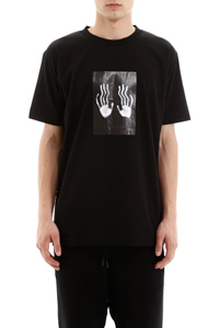 T-SHIRT HANDS SQUARE